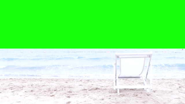 vídeos de stock, filmes e b-roll de cadeira na praia  - espreguiçadeira