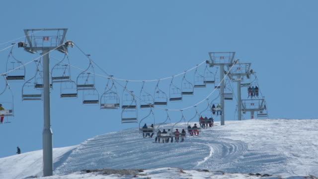 chairlift at mazaar ski resort - ゲレンデ点の映像素材/bロール