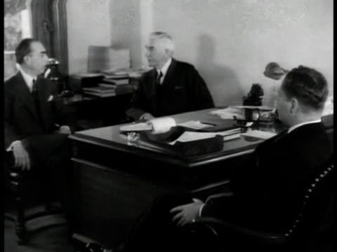 vídeos de stock e filmes b-roll de chairman fletcher talking w/ two unidentified men 'my attitude isduty to electnot to select' - 1935