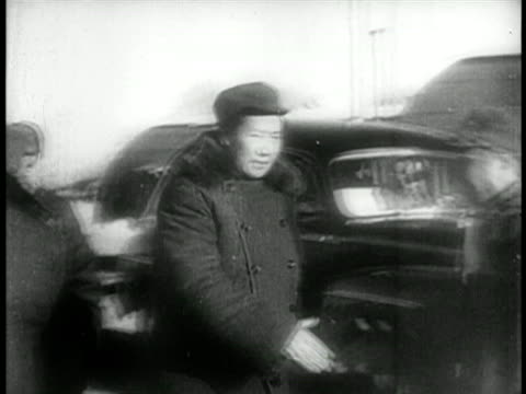 chairman mao shaking hands with men in caps / educational - mao tse tung video stock e b–roll
