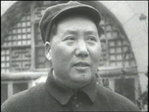vídeos de stock e filmes b-roll de chairman of the communist party in china mao tse-tung looks around. - mao tse tung