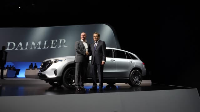 chairman of the supervisory board of daimler ag, manfred bischoff and michael brecht, chairman of the general works council, pose for photographers... - annual general meeting stock videos & royalty-free footage
