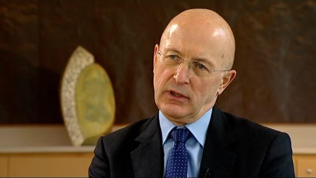 rbs chairman sir philip hampton interview on bankers' pay and bonuses hampton interview sot - ローラ・クエンスバーグ点の映像素材/bロール