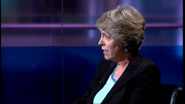 stockvideo's en b-roll-footage met chairman steps down over medical training application service; t15050718 london: int patricia hewitt mp live studio interview sot - of course there... - voorzitter