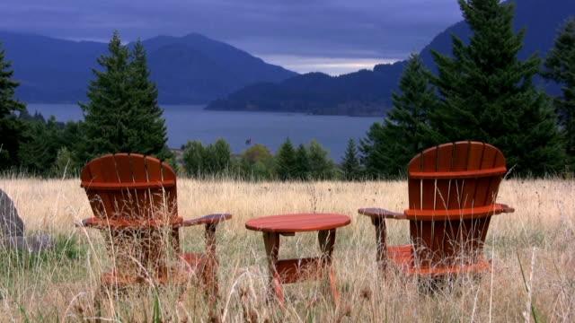 vidéos et rushes de fauteuils au paradis - courbe