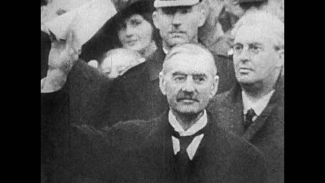 chamberlain, daladier, hitler and mossolini meeting to give the sudetes from czeckoslovakia to germany / protest rallies in prague / neville... - 1938 bildbanksvideor och videomaterial från bakom kulisserna