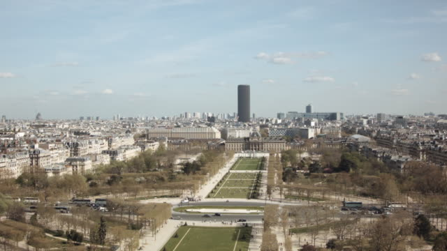 champ de mars (from eiffel tower) 4 - offiziersschule école militaire stock-videos und b-roll-filmmaterial