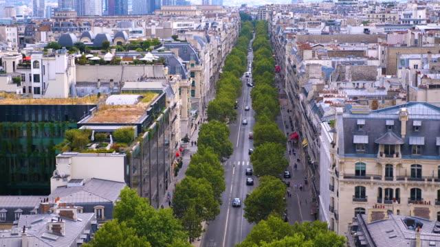 Champ Elysees gata i Paris