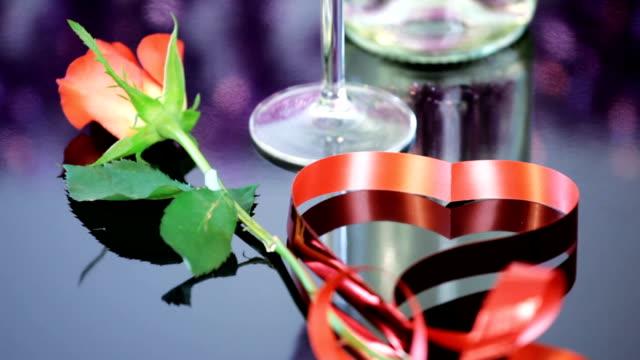 champagner und rosen - begriffssymbol stock-videos und b-roll-filmmaterial