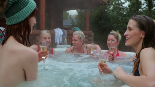 champagne in the hot tub - stazione sciistica video stock e b–roll