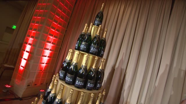 atmosphere champagne tower at the beverly hilton unveils menu for 70th annual golden globe awards atmosphere champagne tower at the beverly hilton at... - the beverly hilton hotel stock videos & royalty-free footage