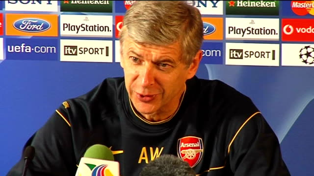 arsenal press conference ahead of fc porto match on the experience of the arsenal defence / says it is not an option to put kolo toure into midfield... - bedauern stock-videos und b-roll-filmmaterial