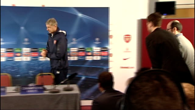 Champions' League Arsenal press conference ahead of match with AC Milan ENGLAND Hertfordshire London Colney Arsenal players gathering for training...