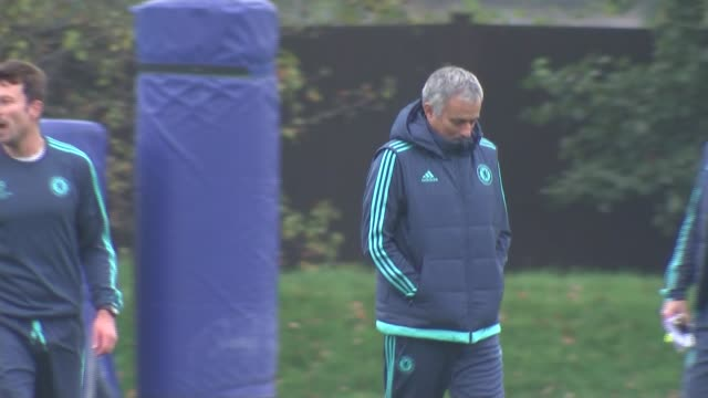 chelsea training and mourinho press conference england surrey cobham ext jose mourinho on pitch at training session players stretching including john... - ジョゼ・モウリーニョ点の映像素材/bロール
