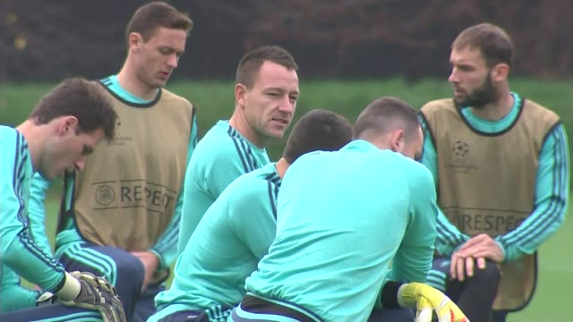 chelsea win and arsenal lose england surrey cobham ext various of chelsea manager jose mourinho and chelsea players at training - コブハム点の映像素材/bロール
