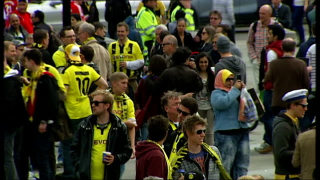 bayern munich beat borussia dortmund england london trafalgar square ext borussia dortmund wearing their yellow and black colours singing and... - borussia dortmund stock videos and b-roll footage