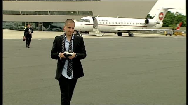 Chelsea team leave England Joe Cole towards on tarmac with tie undone and interview SOT Looking forward to it