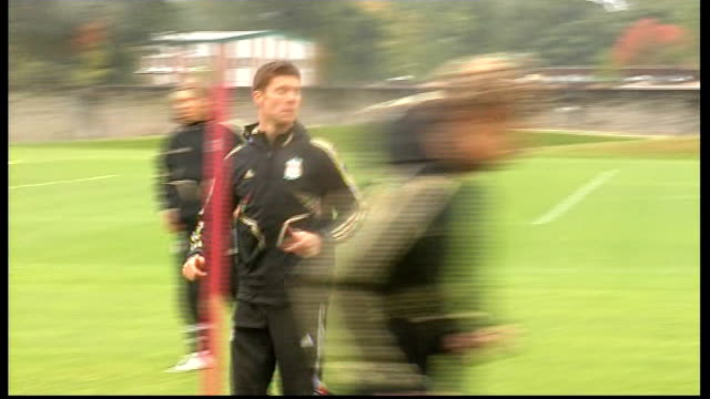 liverpool training ahead of psv eindhoven match; more shots of players training, including gerrard / benitez chatting to another coach / more of... - torschuss stock-videos und b-roll-filmmaterial