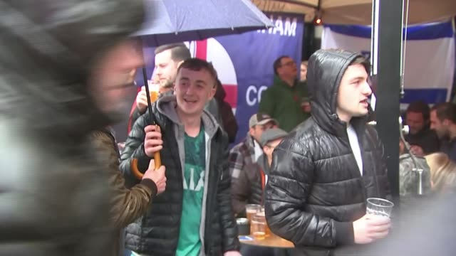 Preview of Tottenham Hotspur v Ajax semifinal NETHERLANDS Amsterdam EXT Tottenham Hotspur fans chanting songs SOT Various shots of fans outside Euro...