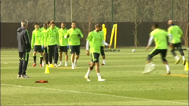 run up to chelsea v copenhagen match ext chelsea squad training - regione dell'oresund video stock e b–roll