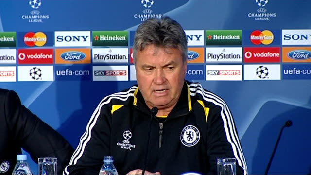 championship league semi-final: chelsea v barcelona; england: london: int guus hiddink press conference sot ext reporter to camera - 準決勝点の映像素材/bロール
