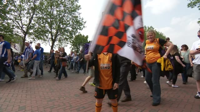 hull city return to the premier league england london wembley stadium ext sheffield wednesday fans singing and waving banner hull city fans along boy... - itv weekend evening news点の映像素材/bロール