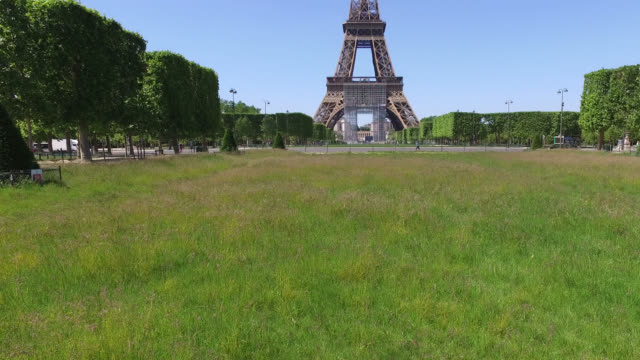 champs de mars lawns closed with tall grass view of the eiffel tower parks and gardens in the city of paris remain closed even after may 11 the date... - viewpoint stock videos & royalty-free footage
