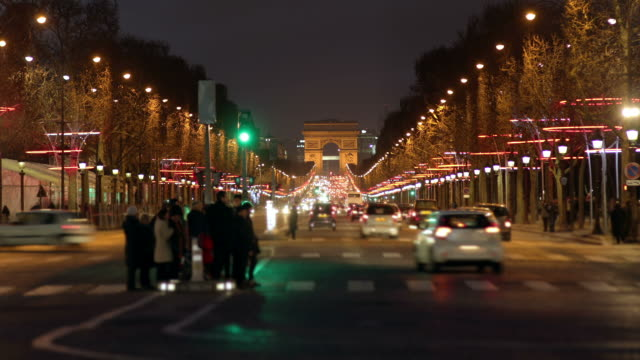 champs-elysées, time lapse - arc de triomphe paris stock videos & royalty-free footage