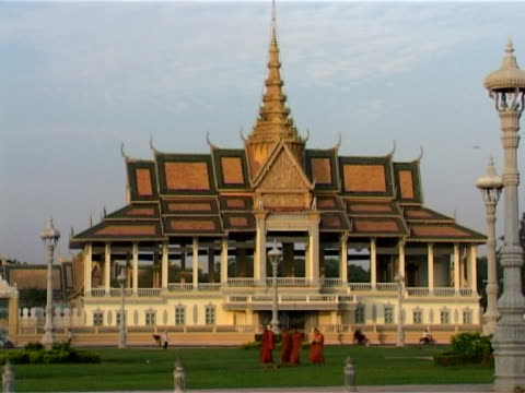 chan chaya pavilion, phnom penh, cambodia, indochina - pagoda stock videos & royalty-free footage