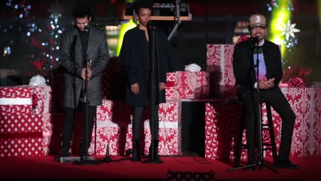 stockvideo's en b-roll-footage met chance the rapper accompanied by howard university afro blue vocal jazz ensemble performs at the 94th annual national christmas tree lighting... - ellips