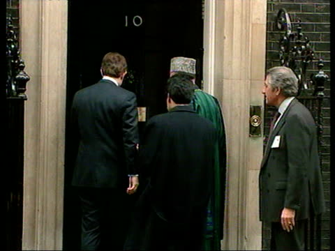 stockvideo's en b-roll-footage met ms chancellor of the exchequer gordon brown lord chancellor derry irvine and home secretary david blunkett at table/ cu blair at table/ ms karzai... - compleet pak