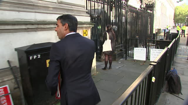 chancellor of the exchequer rishi sunak entering whitehall - wireless technology stock videos & royalty-free footage