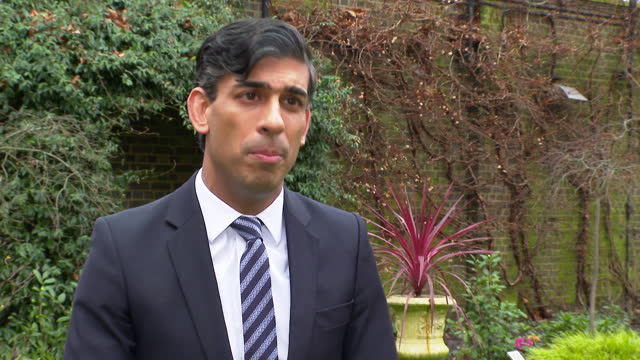 """chancellor of the exchequer rishi sunak saying boris johnson """"acted decisively"""" in closing schools due to the new coronavirus variant - new stock videos & royalty-free footage"""