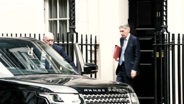 chancellor philip hammond leaves downing street ahead of prime minister's questions on june 20 2018 in london england mps vote today on the... - フィリップ ハモンド点の映像素材/bロール