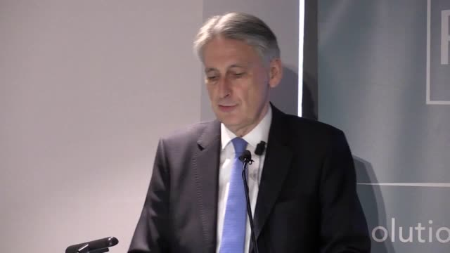 """chancellor philip hammond warns against """"reckless"""" solutions offered by """"populists"""" and defends government intervention on the national living wage.... - ポピュリズム点の映像素材/bロール"""