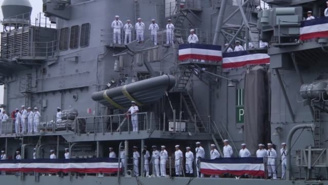 uss chancellorsville arrives at fleet activities yokosuka japan as part of a homeport change chancellorsville has just undergone a modernization... - marina personale militare video stock e b–roll