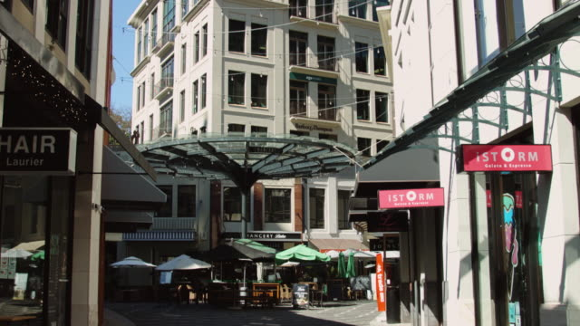 chancery square, auckland - ladenschild stock-videos und b-roll-filmmaterial