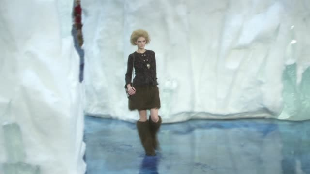 stockvideo's en b-roll-footage met chanel autumn/winter collection 2010 catwalk - 2010
