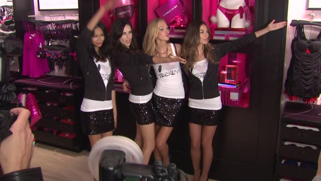 vídeos de stock, filmes e b-roll de chanel iman adriana lima erin heatherton and lily aldridge at the victoria's secret angels reveal their favorite holiday gift picks at victoria's... - adriana lima