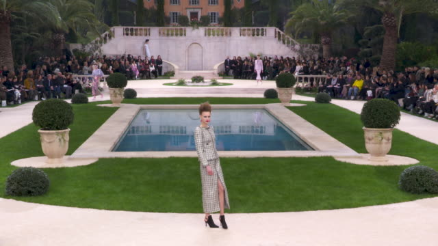 4k runway chanel paris fashion week haute couture s/s 2019 chanel on january 22 2019 in paris france - paris fashion week stock videos & royalty-free footage