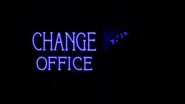 変更のオフィス - 金銭に関係ある物点の映像素材/bロール