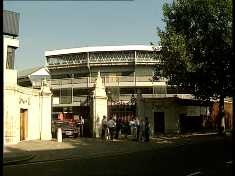 stockvideo's en b-roll-footage met changes to fixtures england london gv lords cricket ground ms car arriving at gates - channel 4 news