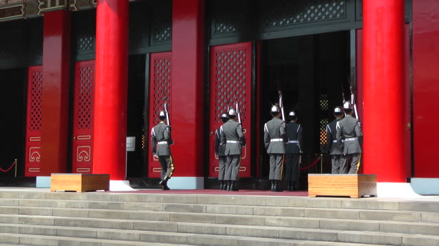 changing guards ceremony at martyrs shrine in taipei, taiwan - taipei stock videos & royalty-free footage