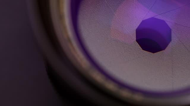vidéos et rushes de changement manuel de mise au point des lames d'ouverture de l'objectif de la caméra - ouverture du diaphragme
