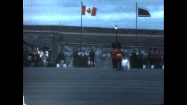 vídeos de stock e filmes b-roll de changing of the guard at the citadelle of quebec in the late 1960's featuring the regimental goat. - maça