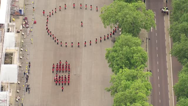 changing of the guard / extinction rebellion protest: aerials; england: london: ext air view / aerial queen's guards in formation on parade ground by... - circle stock videos & royalty-free footage