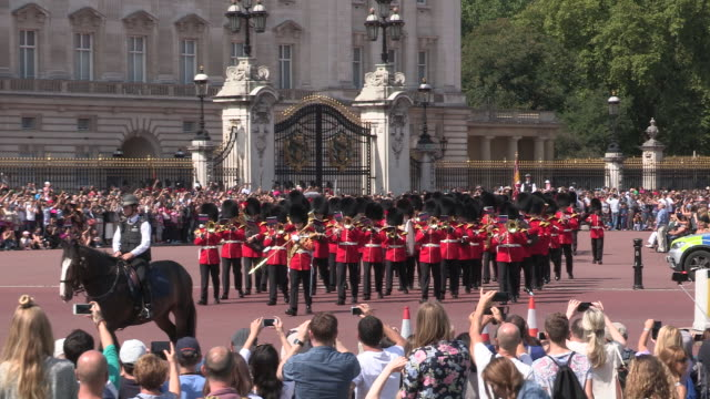changing the guard ceremony london - 近衛兵点の映像素材/bロール