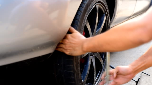 changing tires - tyre stock videos & royalty-free footage