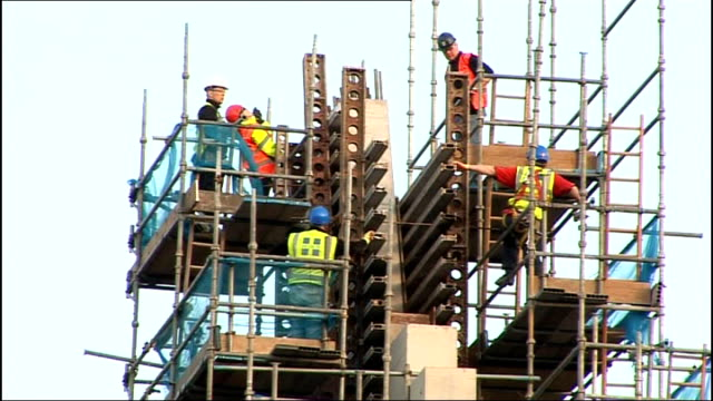 glasgow ext stuart patrick interview sot construction workers on top of scaffolding workman driving crane gv hydro arena sign advertising opening in... - skibrille stock-videos und b-roll-filmmaterial