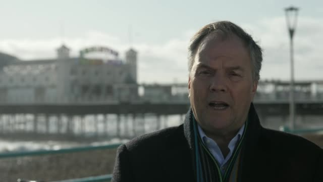 channel 4 news special: coronavirus: is britain ready?; england: east sussex: brighton: reporter along reporter to camera - report produced segment stock videos & royalty-free footage